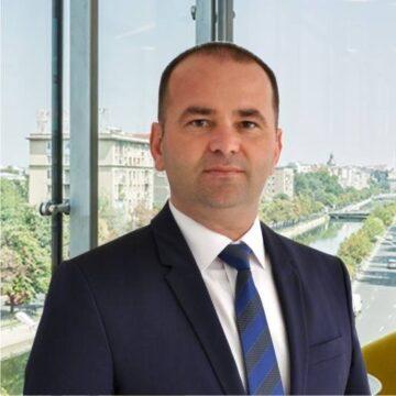 """Scandal la vârful administraţiei publice băcăuane! Primarul Oneştiului, Laurenţiu Neghină (foto), îl acuză pe şeful Consiliului Judeţean Bacău de """"ipocrizie"""""""